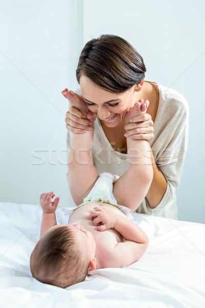 Moeder spelen baby jongen slaapkamer vrolijk Stockfoto © wavebreak_media