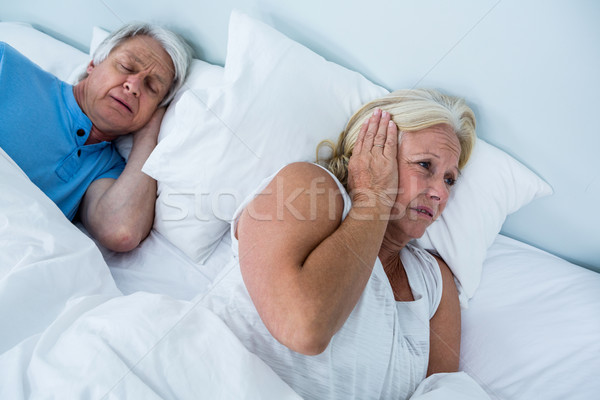 Senior vrouw oren man snurken slaapkamer Stockfoto © wavebreak_media