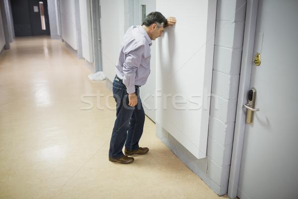 Endişeli profesör duvar koridor adam Stok fotoğraf © wavebreak_media