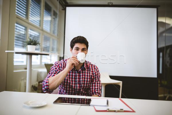 üzletember kávé tárgyalóterem portré kreatív iroda Stock fotó © wavebreak_media