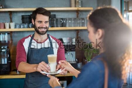 Garçom digital comprimido contrariar sorridente negócio Foto stock © wavebreak_media