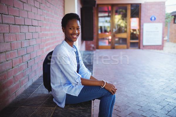 Szczęśliwy uczennica posiedzenia szkoły worek kampus Zdjęcia stock © wavebreak_media