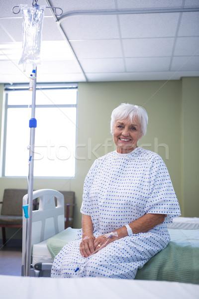 Foto stock: Retrato · sorridente · senior · paciente · cama · hospital