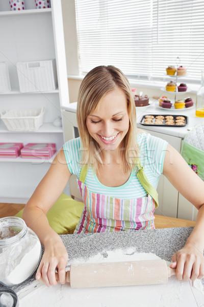 Donna sorridente cottura cucina home donna alimentare Foto d'archivio © wavebreak_media