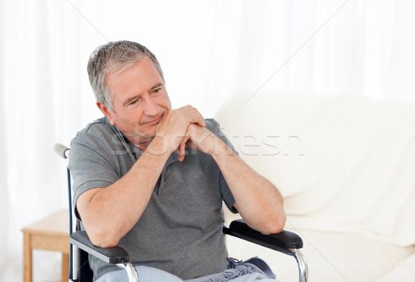 Retraite homme fauteuil roulant maison médicaux santé Photo stock © wavebreak_media