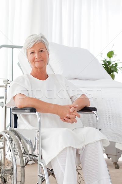 Stockfoto: Senior · vrouw · rolstoel · naar · camera · ruimte