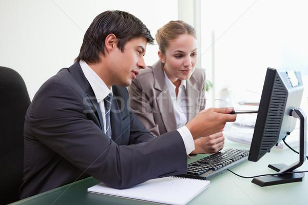 Stok fotoğraf: Odaklı · iş · ekibi · çalışma · bilgisayar · ofis · gülümseme