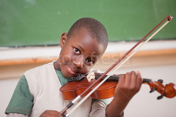 Iskolás fiú játszik hegedű osztályterem zene mosoly Stock fotó © wavebreak_media