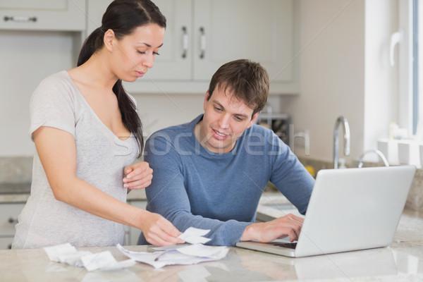 Iki kişi çalışma dizüstü bilgisayar kullanıyorsanız mutfak kadın Stok fotoğraf © wavebreak_media