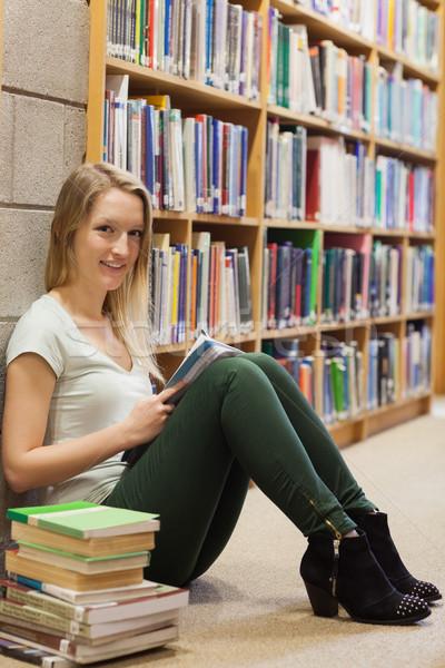 Kız oturma kütüphane zemin kitap Stok fotoğraf © wavebreak_media