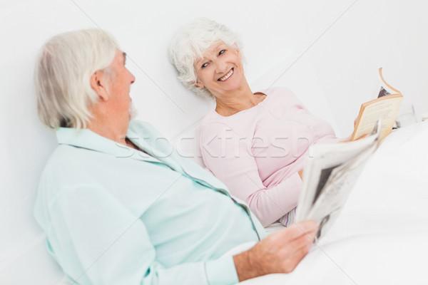 çift gülen diğer yaşlı yatak adam Stok fotoğraf © wavebreak_media