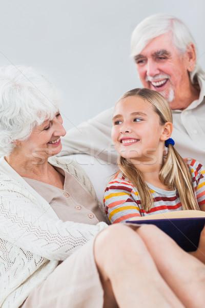 幸せ 祖父母 読む 孫娘 ソファ 少女 ストックフォト © wavebreak_media