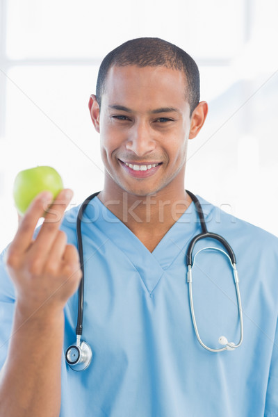 Retrato sorridente cirurgião maçã masculino Foto stock © wavebreak_media