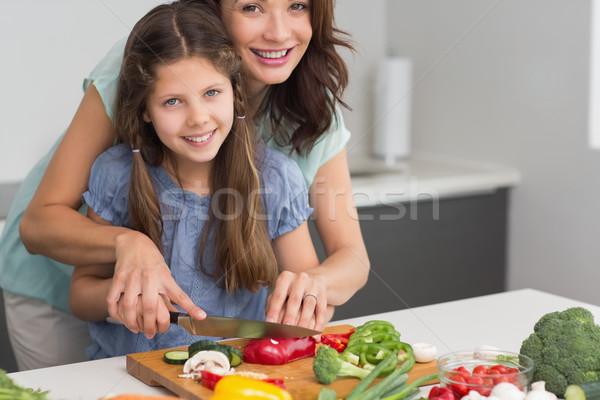 Mosolygó nő lánygyermek tapsolás zöldségek konyha fiatal Stock fotó © wavebreak_media
