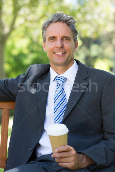 üzletember eldobható kávéscsésze portré boldog park Stock fotó © wavebreak_media