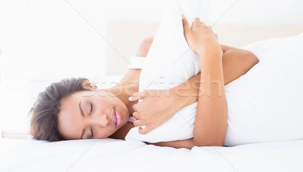 Slapen brunette bed kussen home Stockfoto © wavebreak_media