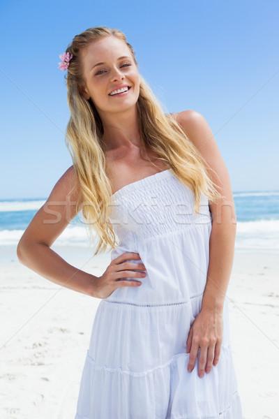 かなり 気楽な ブロンド 笑みを浮かべて カメラ ビーチ ストックフォト © wavebreak_media