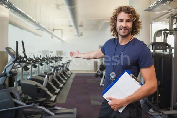 Sonriendo guapo entrenador portapapeles gimnasio retrato Foto stock © wavebreak_media