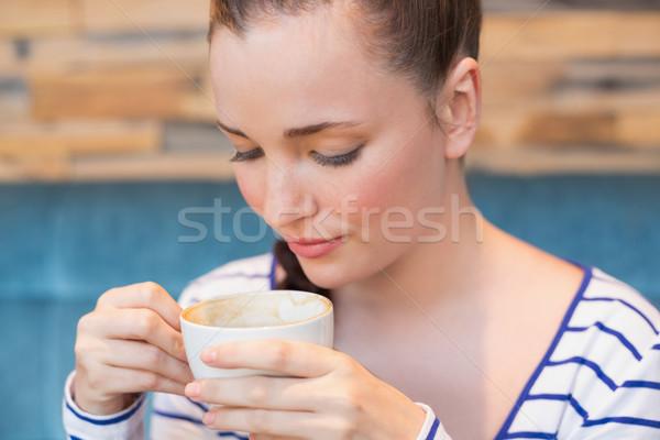Fiatal nő cappucchino kávézó kávé csésze tinédzser Stock fotó © wavebreak_media