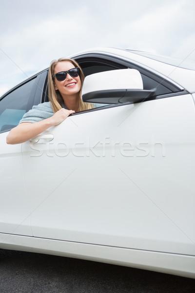 Mulher jovem sorridente câmera carro mulher feliz Foto stock © wavebreak_media