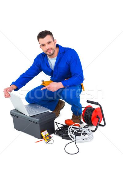 Zdjęcia stock: Elektryk · za · pomocą · laptopa · biały · człowiek · technologii · notebooka