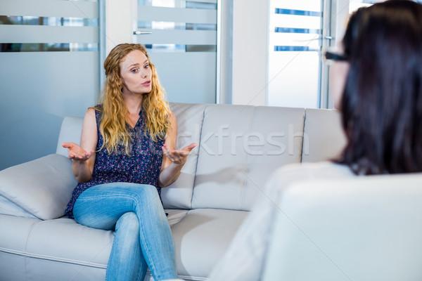 Psikolog konuşma hasta ofis kadın yardım Stok fotoğraf © wavebreak_media