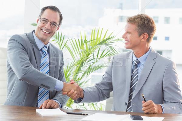 Zakenlieden handen schudden kantoor handen man gelukkig Stockfoto © wavebreak_media