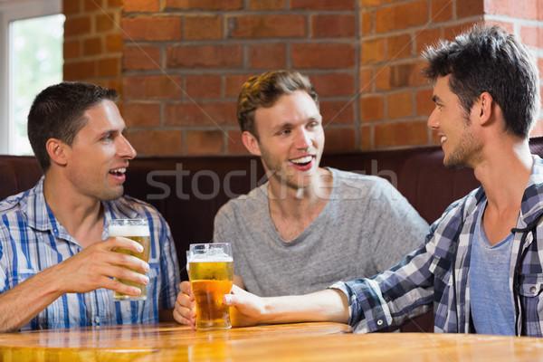 Heureux amis bière bar communication Photo stock © wavebreak_media