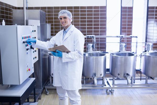 Mosolyog biológus gép gyár boldog zöld Stock fotó © wavebreak_media