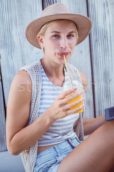 Güzel sarışın kadın tablet içme portakal suyu ahşap Stok fotoğraf © wavebreak_media