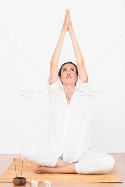 Donna meditazione posizione bianco cielo corpo Foto d'archivio © wavebreak_media