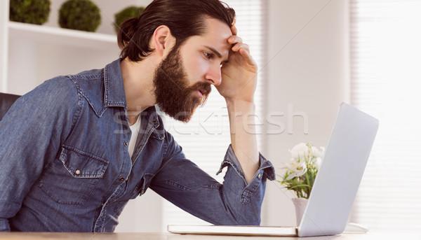 бизнесмен глядя ноутбука служба компьютер Сток-фото © wavebreak_media