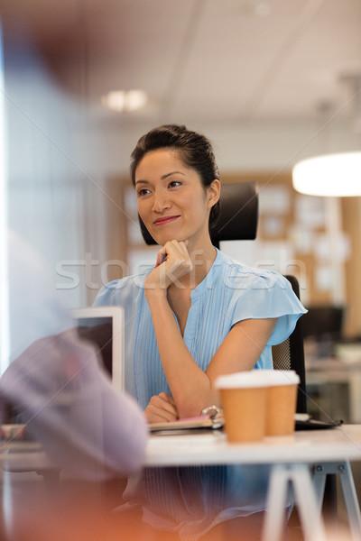 деловая женщина столе служба стекла окна Сток-фото © wavebreak_media