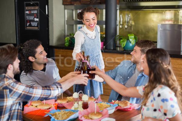 Gruppo amici tempo libero ristorante felice sorriso Foto d'archivio © wavebreak_media