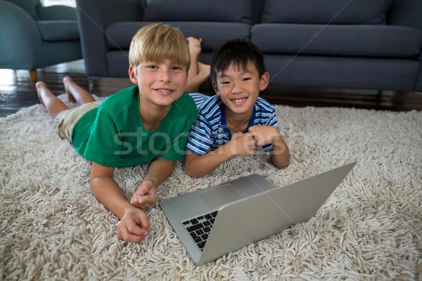 Retrato sorridente irmãos laptop tapete sala de estar Foto stock © wavebreak_media