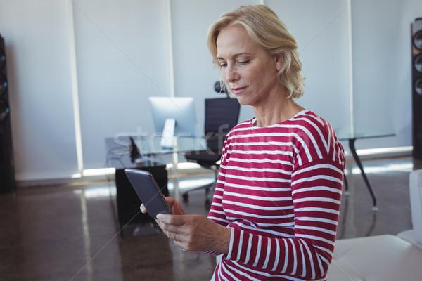 деловая женщина мобильного телефона служба диван женщину Сток-фото © wavebreak_media