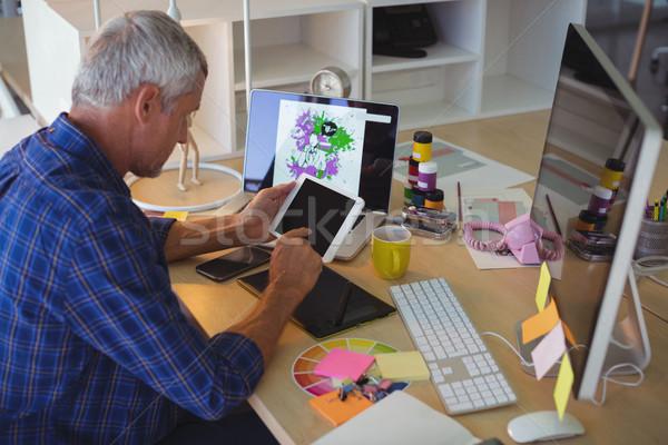 üzletember digitális tabletta irodai asztal kreatív számítógép Stock fotó © wavebreak_media