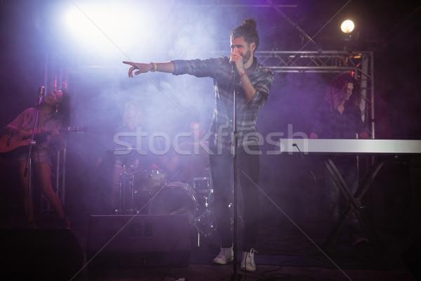 Maschio cantante fase festival di musica discoteca Foto d'archivio © wavebreak_media