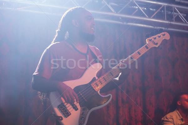 Gitarzysta gry gitara etapie nightclub muzyki Zdjęcia stock © wavebreak_media