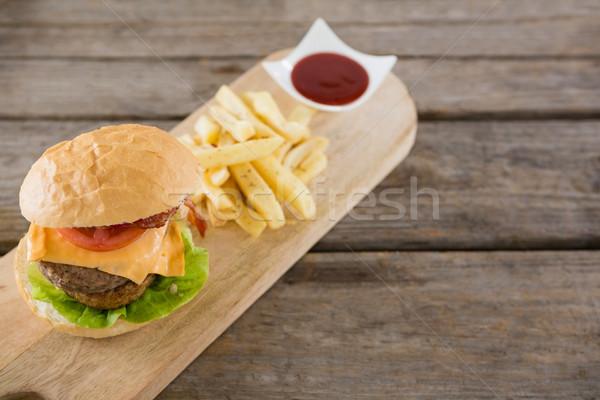 View patatine fritte burger salsa tagliere Foto d'archivio © wavebreak_media