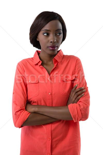 Fiatal nő keresztbe tett kar másfelé néz áll fehér divat Stock fotó © wavebreak_media