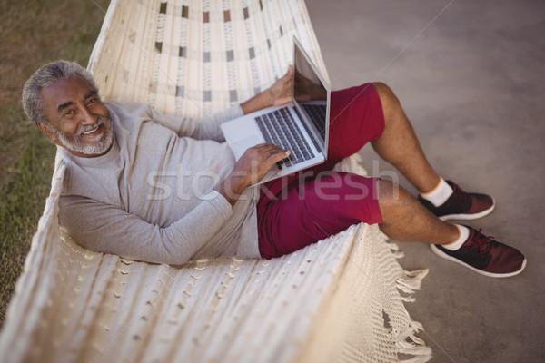 Lächelnd Senior Mann mit Laptop entspannenden Hängematte Stock foto © wavebreak_media