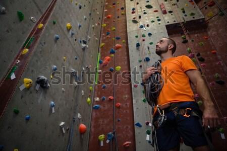 Barátok megbeszél áll mászik fal tornaterem Stock fotó © wavebreak_media