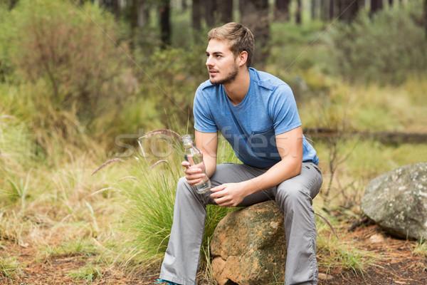 красивый мужчина сидят каменные природы человека счастливым Сток-фото © wavebreak_media