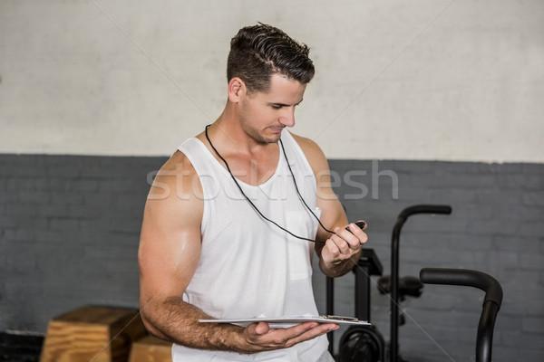Instrutor cronômetro clipboard ginásio homem Foto stock © wavebreak_media