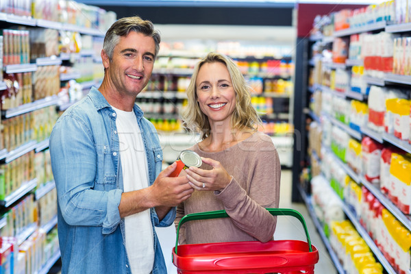 Sonriendo Pareja alimentos enlatados supermercado negocios Foto stock © wavebreak_media