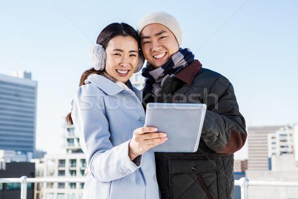 Portrait heureux couple numérique comprimé ciel Photo stock © wavebreak_media