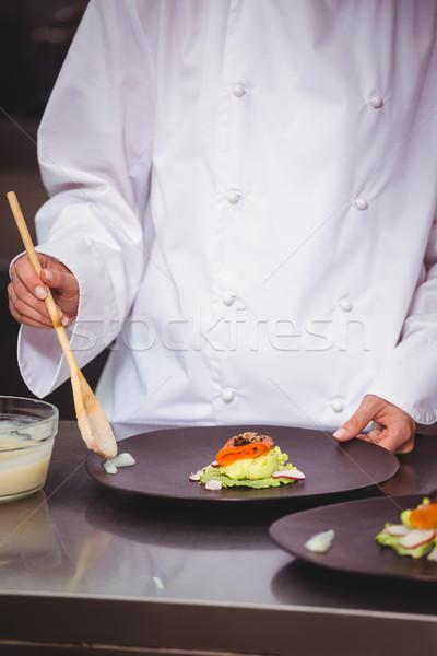 Chef saus schotel commerciële keuken restaurant Stockfoto © wavebreak_media