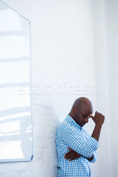 Zaklatott férfi csukott szemmel ujj homlok dől Stock fotó © wavebreak_media