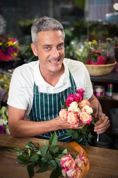 Mannelijke bloemist bos bloemen Stockfoto © wavebreak_media